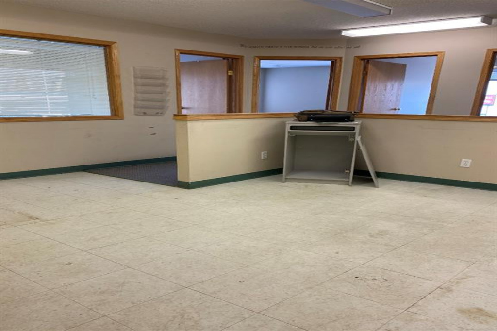 4213 42 Avenue, Whitecourt, Alberta T7S 1P8, ,Commercial,For Lease,42,A1059567